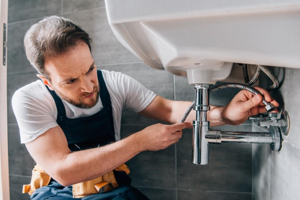 plumber in working