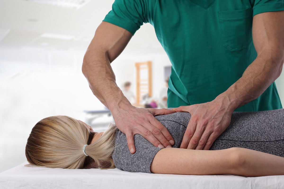 chiropractor and patient