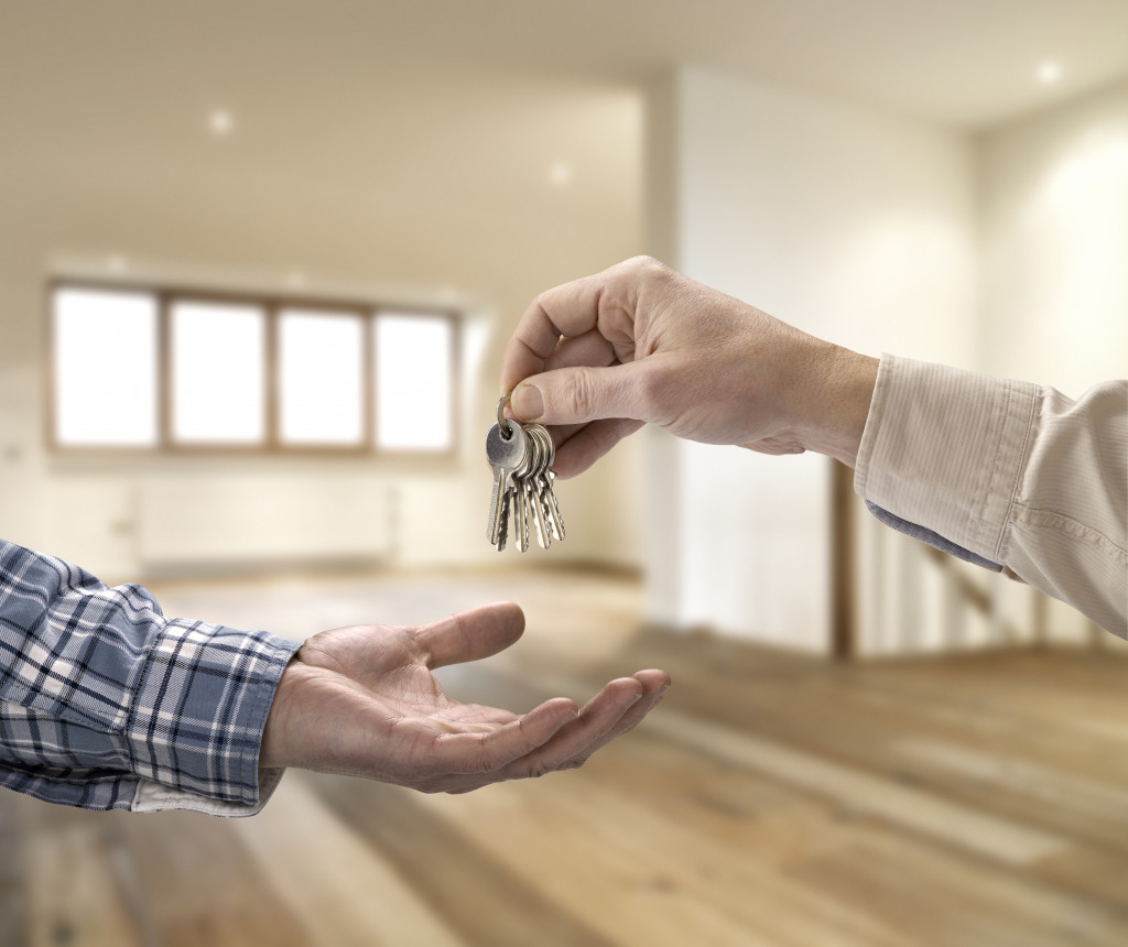 man receiving house keys