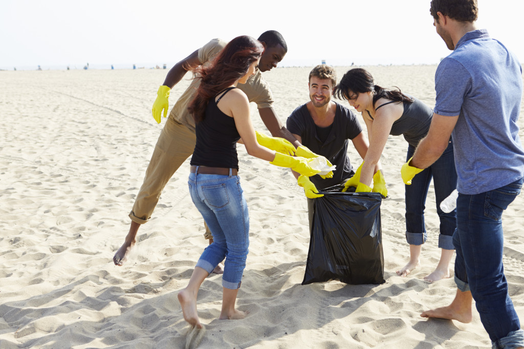 volunteers cleaning up the shore